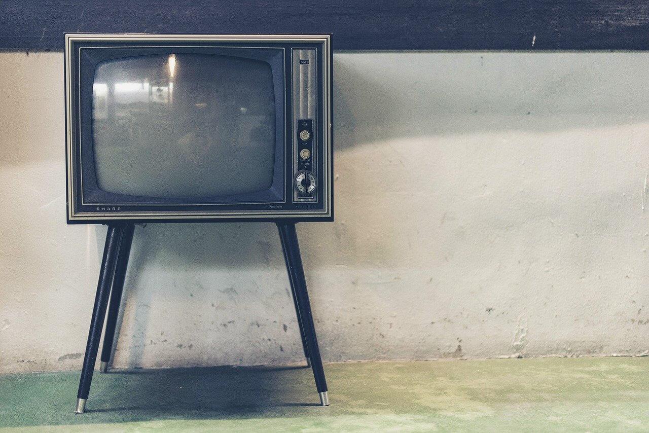 レトロな黒いテレビ画面